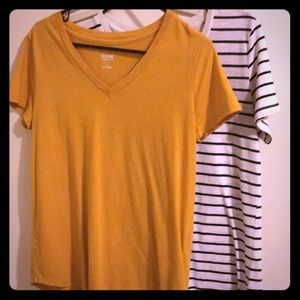 Mossimo tee bundle-sizes M & L